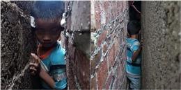 Bị kẹt giữa hai bức tường hẹp, đội cứu hỏa phải giải cứu em bé này cấp tốc