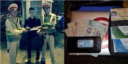 Hành động bất ngờ của các chiến sĩ CSGT Hà Nội khi nhặt được chiếc cặp chứa kim cương
