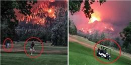 Ảnh sốc: Golf thủ vẫn ung dung đánh golf trong khi cháy rừng dữ dội phía sau