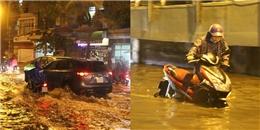 TP.HCM: Mưa cực lớn kèm sét dữ dội khiến nhiều quận nội thành ngập trong biển nước