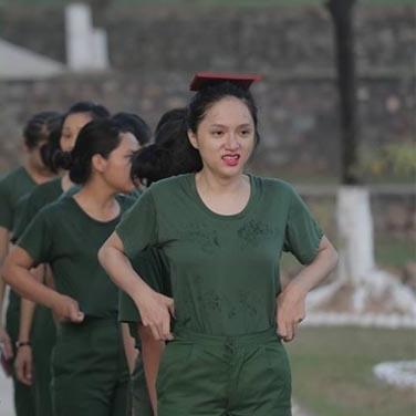 Sau scandal vô lễ, Hương Giang Idol lên đường