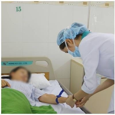 Cấp cứu kịp thời 9 du khách bị ngộ độc thực phẩm ở Đà Nẵng