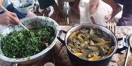 Nổi da gà với cách ăn gỏi của bốn người đàn ông theo đúng nghĩa 'ăn tươi nuốt sống' nguyên chậu cá