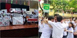 Hình ảnh tuyệt vời: Hàng trăm học sinh xếp hàng, bật khóc khi chia tay thầy hiệu trưởng