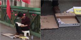 Cử nhân ngồi ăn xin giữa phố, vừa xin tiền vừa đọc sách và kêu gọi 'Đầu tư cho tôi đi'