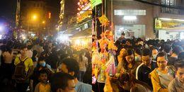 Hàng ngàn người đổ về khu phố lồng đèn Lương Nhữ Học trước đêm Trung thu