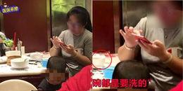 Phẫn nộ hành vi người mẹ cho con tiểu vào bát ở nhà hàng rồi dửng dưng nói: Đằng nào chẳng phải rửa!