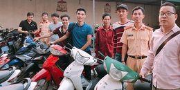 Hà Nội: Người dân vui mừng khi được CSGT trao trả lại xe máy bị kẻ gian đánh cắp