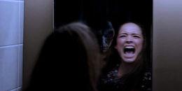 Đừng nhìn vào gương trong đêm Halloween, huyền thoại ác quỷ Bloody Mary có thể sẽ được 'triệu hồi'