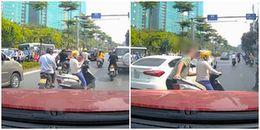 Vụ ông tây bốc cả xe cả 'nữ ninja' vào vỉa hè: CSGT nói gì?