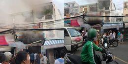 Sài Gòn: Nhà bốc cháy ngùn ngụt, nhiều người leo ban công thoát thân