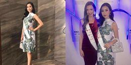 Đỗ Mỹ Linh diện váy kín đáo, đeo túi hiệu đi dự tiệc cùng dàn thí sinh Miss World 2017