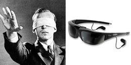 Dù không nhìn thấy gì, nhưng người khiếm thị vẫn luôn đeo cặp kính đen và đây là lý do