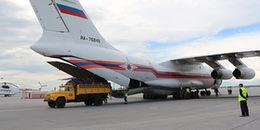 Người Nga gửi 1 máy bay đường, sữa, thịt hộp... và 5 triệu USD cho Việt Nam