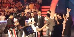 Khoảnh khắc xúc động: chia tay MC Lại Văn Sâm trong buổi ghi hình số cuối 2017 'Ai là triệu phú'