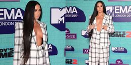 Sau Kim Kardashian, Demi Lovato lại diện vest lấp ló vòng một tại MTV EMA 2017