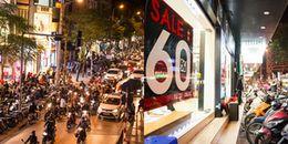 """BLACK FRIDAY: Người Hà Nội mặc kệ trời rét vẫn đổ ra phố, """"càn quét"""" cửa hàng để hốt đồ giảm giá"""