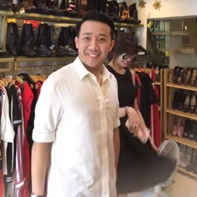 Clip: Trấn Thành bất ngờ bị đồng nghiệp đòi nợ khi đang đưa Hari Won đi mua sắm