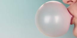 Lỡ chẳng may nuốt phải kẹo cao su, liệu có bị dính ruột như lời doạ kinh điển ngày bé?