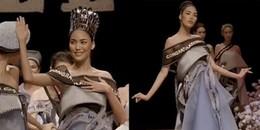 Clip: Cận cảnh 'mợ chảnh' Lan Khuê thi hoa hậu ngay trên sân khấu Elle
