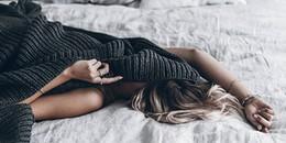 Trùm chăn kín đi ngủ: Thói quen đang dần giết chết bạn