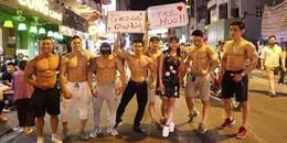 Dàn trai đẹp 6 múi với khẩu hiệu 'ôm miễn phí' gây náo loạn tại phố đi bộ và phố Bùi Viện
