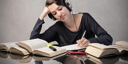 Vừa làm việc vừa đeo cái tai nghe 'thưởng nhạc' ư, bạn sẽ 'huỷ diệt' sự sáng tạo của mình đấy!
