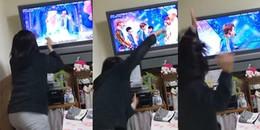 Đây có phải là hình ảnh của các A.R.M.Y khi thấy BTS biểu diễn trên Tivi ?