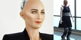 Robot Sophia đã có chân, đi rất tự tin và từ chối lời cầu hôn của con người