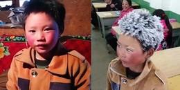 Rớt nước mắt với cậu bé đi bộ 1 tiếng đồng hồ dưới cái rét -9 độ đến trường bị đóng băng kín đầu
