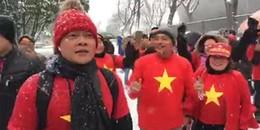 Trước giờ bóng lăn: Tuyết rơi dày đặc nhưng các CĐV Việt Nam vẫn 'cháy hết mình'