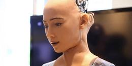 Từng tuyên bố muốn hủy diệt thế giới, nay robot Sophia lại quay sang... yêu thương con người