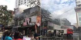 Hà Nội: Cửa hàng tạp hóa gần chợ Mơ cháy lớn, khói cao hàng chục mét, người dân hốt hoảng tháo chạy