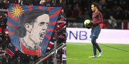 Neymar bị cổ động viên la ó vì giành penalty của Cavani