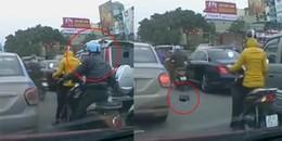 Clip gây sốc: Nhóm cướp giật thản nhiên dàn cảnh trộm cắp giữa đường phố Hà Nội