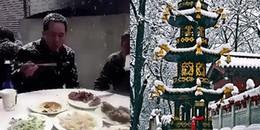 Trung Quốc: Mặc tuyết rơi trắng đầu, phủ đầy đồ ăn nhưng hàng trăm người vẫn quyết ngồi 'xơi' hết cỗ