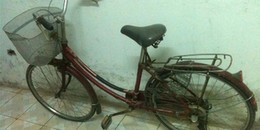 Sài Gòn: Hai người đàn ông đạp xe đi trộm... xe đạp
