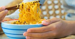 5 lý do thà nhịn đói cũng không nên ăn mì gói vào buổi sáng