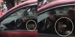 Hà Nội: Khó hiểu hình ảnh nữ tài xế vừa điều khiển tay lái đi trên đường, vừa cầm bát ăn