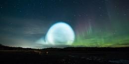 Ánh sáng lạ xuất hiện trên bầu trời, người dân hoang mang tưởng là UFO