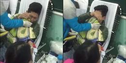 Nam thanh niên đi hiến máu mà 'nức nở', dùng cả mền để che mặt vì sợ... kim tiêm quá to