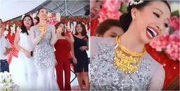 Cô dâu mang hơn 1kg vàng trên người vẫn 'quẩy' tưng bừng trong đám cưới