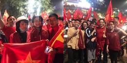 Phó Thủ tướng Vũ Đức Đam đi 'bão' ăn mừng chiến thắng của U23 Việt Nam