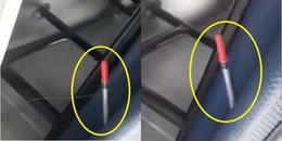 Góc cảnh báo: Xuất hiện kim tiêm đã sử dụng cắm trên băng ghế xe bus tại TP. HCM