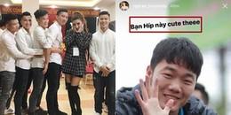 yan.vn - tin sao, ngôi sao - Chụp ảnh cùng Huyền My nhưng dàn cầu thủ U23 Việt Nam lại ôm nhau,