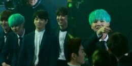 Fan không thể nhịn cười trước biểu cảm của Suga khi đang 'quẩy' mà không thấy Namjoon ở đâu