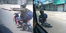 Gia đình ngày Tết đi du lịch Nha Trang hốt hoảng khi bị kẻ lạ rượt theo, cầm dao chém vào đầu xe
