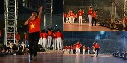 Phương Thanh bỏ giày cao gót, hát cực sung chúc mừng U23 Việt Nam
