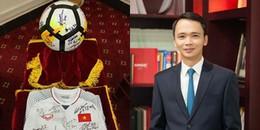NÓNG: Chiếc áo đấu và quả bóng ĐT U23 Việt Nam tặng Thủ tướng đã chính thức có chủ