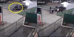 Chàng trai không đội mũ bảo hiểm, lao thẳng vào ôtô đập vỡ cửa kính rồi đứng dậy 'tỉnh bơ'